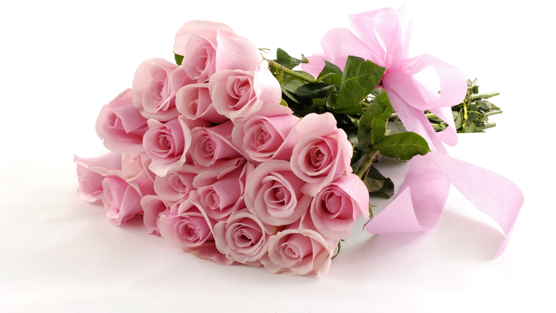 Саяногорск Инфо - holidays___international_womens_day_beautiful_pink_bouquet_as_a_gift_on_march_8_057093_.jpg, Скачано: 189