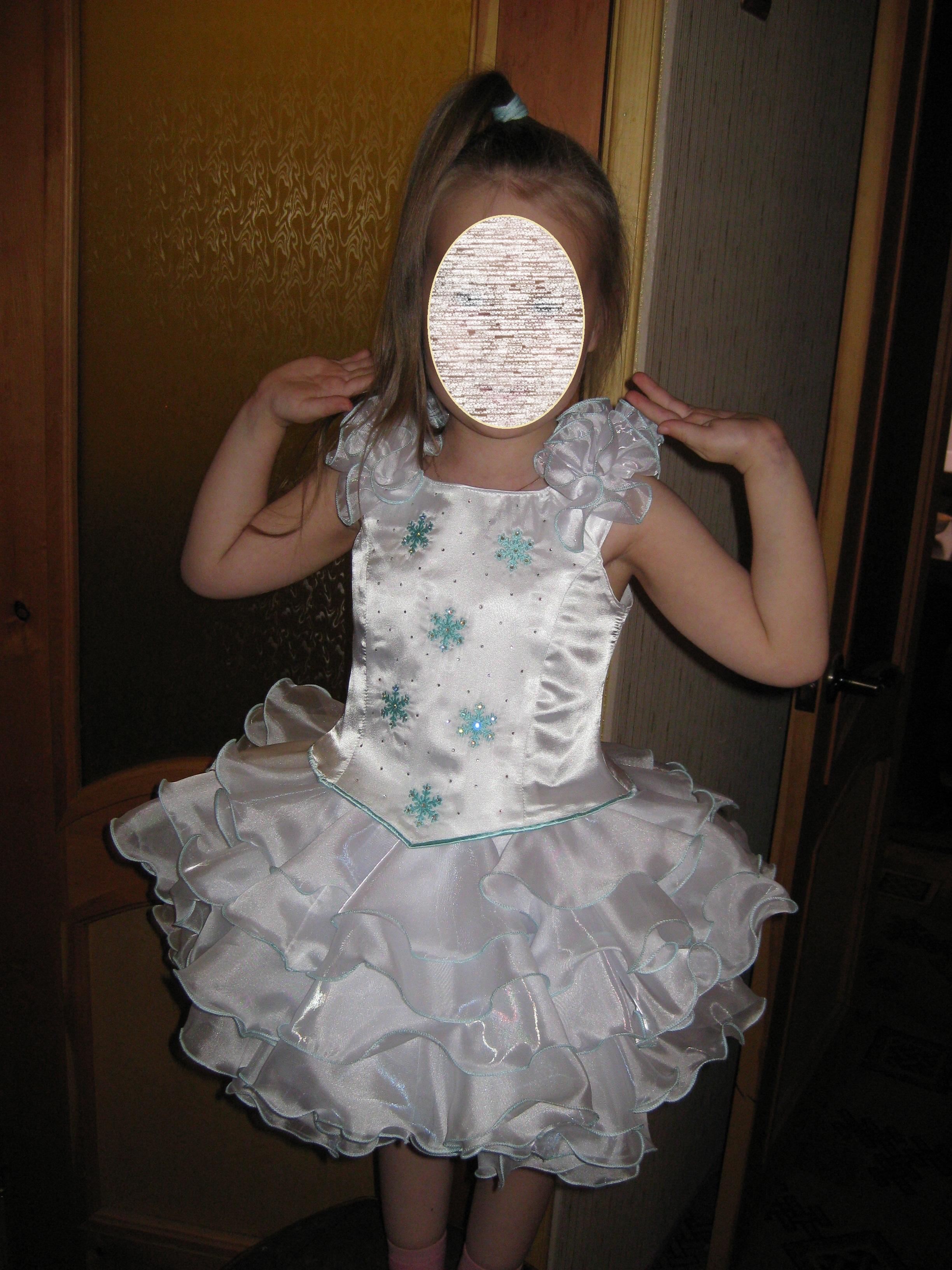 Новогодний костюм своими руками для девочки снежинка