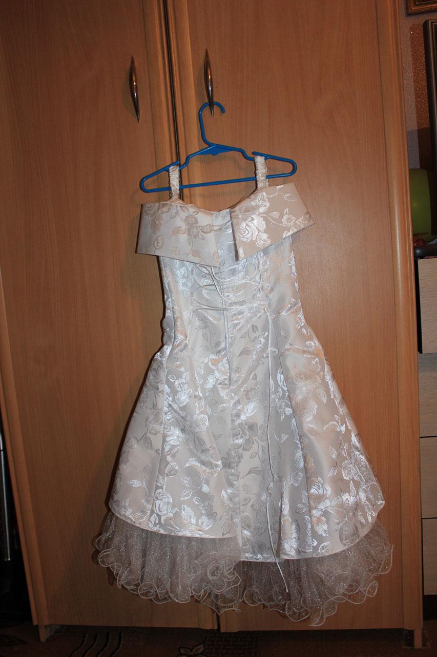 Продам очень красивое выпускное платье на девочку на 5-7 лет. . Детская. . Платья, юбки, сарафаны, нарядные платья