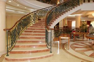 Лестницы из мрамора любой сложности
