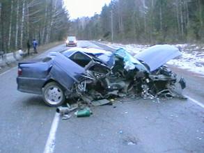 Пьяный водитель врезался в железобетонное ограждение