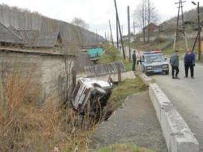 В Майна водитель не справился с управлением и съехал с моста