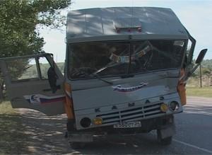 На трассе Саяногорск – Майна два грузовика не поделили дорогу