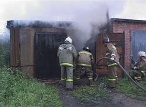 В следствии грозы в Саяногорске вспыхнул гараж
