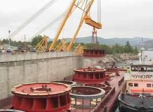 Сегодня на причале Майнской плотины началась разгрузка новых рабочих колес для гидроагрегатов СШГЭС