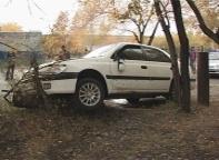 В Саяногорске пьяный водитель пытался спрятаться от погони на территории школы №3