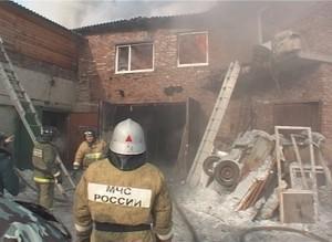 В Саяногорске сгорело СТО