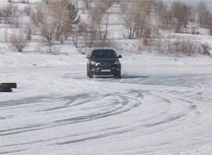 Женский день в Саяногорске отметили автогонками