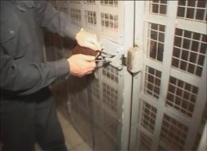 Житель Саяногорска обвиняется в десяти кражах
