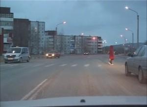 В Саяногорске пешехода, машина сбила прямо во дворе