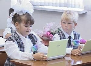 Хакасия подарила трем саяногорским школам новые компьютеры