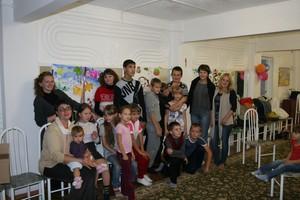 Русаловцы Саяногорска провели творческий урок с маленькими пациентами реабилитационного центра