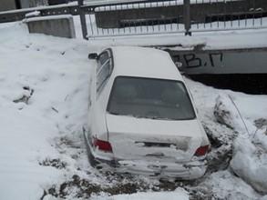 В Саяногорске водитель совершивший ДТП бросил в машине пострадавшую пасажирку