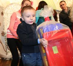 100 детских желаний исполнено волшебниками из РУСАЛа в Саяногорске