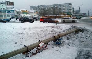 Иномарка в Саяногорске срезала электроопору