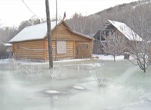 Дома жителей деревни Калы рискуют оказаться в ледяном плену
