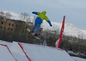 Победителем соревнований по сноуборду в Burton-парке среди мужчин стал саяногорец
