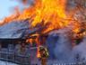 В Саяногорске огонь тушили сразу 18 человек