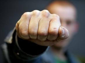 В Саяногорске перед судом предстанет мужчина, обвиняемый в применении насилия в отношении полицейского
