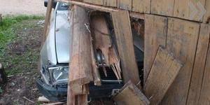 В Саяногорске нетрезвый водитель врезался в сарай и сбил пешехода