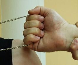 В Саяногорске двое молодых людей подозреваются в грабеже