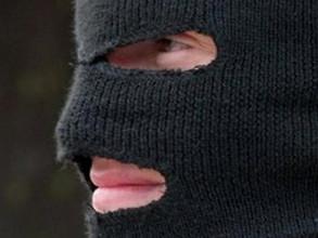 В Саяногорске грабители в масках ограбили пенсионера у него дома