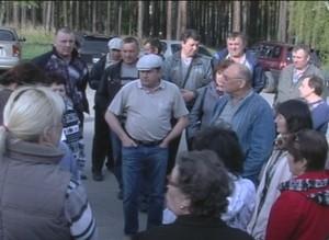 Жители двух домов Черемушек решили законным путем отстоять свою придомовую территорию