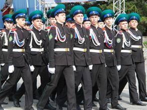 За участие в параде Победы Виктор Зимин вручил именные часы