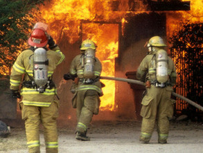 В Черемушках пожарным пришлось защищаться от дыма