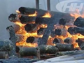 Огонь в Саяногорске уничтожил пилораму до тла