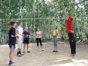 Дети саяногорских русаловцев открыли летний оздоровительный сезон
