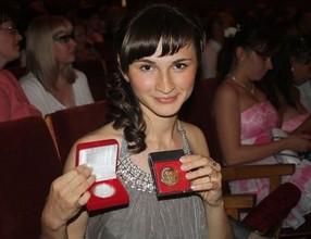 Мэр Саяногорска вручит денежные премии выпускникам-медалистам