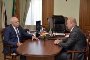 Виктор Зимин встретился с руководителем Саяногорска