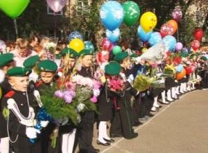 Сегодня саяногорские ребятишки снова сели за школьные парты
