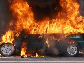 Ночной огонь оставил автомобилистку в Хакасии без иномарки