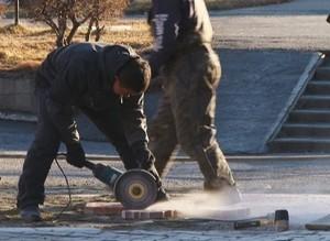 Окончание работ на пешеходной дорожке у «Командора» откладывается. «Спасибо» вандалам