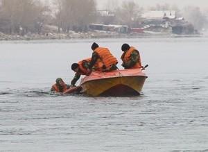 Саяногорские спасатели на водах проверили свою готовность работы в зимних условиях