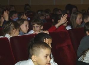Артисты «Сказки» научили юных саяногорцев мастерству театра теней