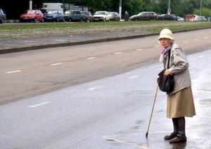 На трассе Саяногорск-Черемушки водитель «жигулей» сбил пенсионерку