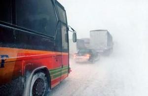 Сильный снегопад в Хакасии временно закрыл сообщение Абакана с Саяногорском
