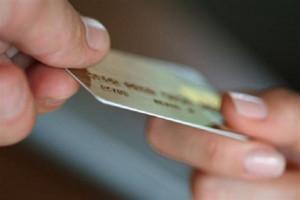 Житель Саяногорска добровольно отдал банковскую карту в руки злоумышленника