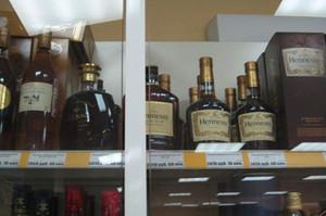 Жительница Саяногорска украла в магазине несколько бутылок коньяка