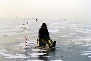 В Хакасии любители зимней рыбалки должны соблюдать осторожность