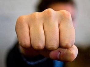 Житель Саяногорска пойдет под суд за то, что дал в глаз участковому
