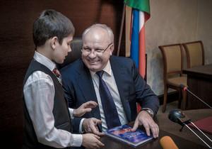 Глава Хакасии Виктор Зимин пообщался с лучшими школьниками Хакасии