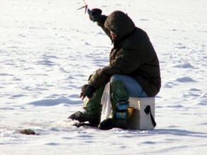 Любителям подледной ловли следует соблюдать меры предосторожности