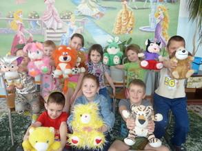 Детям из п. Майна подарили плюшевые игрушки