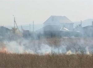 В минувшие выходные саяногорским пожарным пришлось снова тушить степь