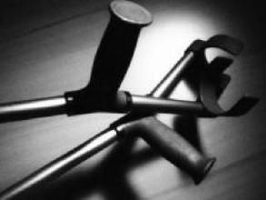 В Хакасии инвалид избил полицейского костылем