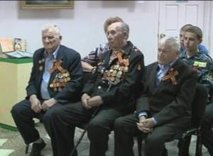 Молодежь Саяногорска поздравила ветеранов